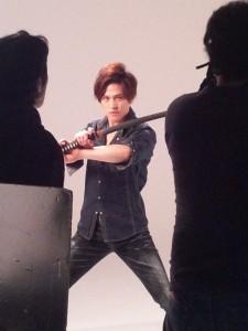 ディナーショーの写真撮影をする市瀬秀和君その1